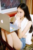 就读于北京电影学院的女生@张小垚儿在微博晒出清纯写真,清新自然如邻家小妹般惹人爱...