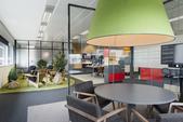 这是一间能将我们带回孩童时期的办公室,让我们重新探索发现新鲜的事物。这是来自Denys & von ...