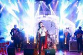 """搜狐娱乐讯 3月11日下午,演员张超在北京举办了rock感爆棚的""""超时空面对面""""主题粉丝派对,与一直..."""