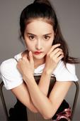 """搜狐娱乐讯 端午佳节刚过,""""花少四美""""中的活力小花赖雨濛就发布了一组极简主义风格的写真大片。在上周末..."""