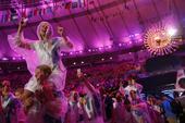 北京时间2016年8月22日,里约奥运会闭幕式在马拉卡纳体育场如期举行,天降大雨也难以浇灭大家的热情...