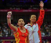 2012年8月7日,伦敦奥运会:体操男子单杠决赛 邹凯获得铜牌张成龙第四 更多奥运视频>> 更多奥...