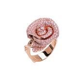 """""""以花喻人""""是设计大师们最常用的手法,花朵主题珠宝更是广受女性青睐的长青不败款。娇艳的玫瑰、华丽的牡..."""