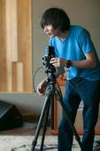 搜狐娱乐讯 10日,歌手陈楚生在北京Max Team摄影棚进行了其2014年全国巡回演唱会海报的拍摄...