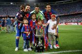 北京时间5月28日凌晨3点30分,16/17赛季西班牙国王杯决赛开战。在马德里的卡尔德隆球场,卫冕冠...