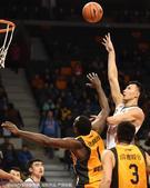 北京时间1月22日,广东男篮主场迎战山西男篮,山西男篮本场比赛打的十分顽强。