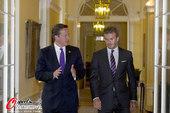 北京时间2012年7月27日,英国首相卡梅伦同贝克汉姆出席联合国儿童基金会慈善会议。而贝克汉姆在伦敦...