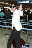 搜狐韩娱讯 6月22日,韩星郑雨盛接到两位世界著名时装设计师Dominico Dolce和Stefa...