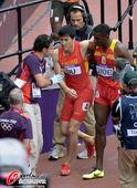 奥运赛场,除了冠军令世界瞩目,还有另一部分藏在阴影里的人。他们同样是英雄,收获的却是遗憾。 更多奥...