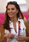 当地时间2012年8月10日,女曲铜牌战英国VS新西兰,凯特王妃现场观战。更多奥运视频>> 更多奥运...