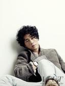 搜狐韩娱讯 韩国演员苏志燮日前为时尚杂志拍摄一组写真,以他独有的温柔、性感的魅力打动了众多女性粉丝。...