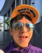 搜狐娱乐讯  邓超的逗比真是停不下来了!2月1日晚,他在微博一次性晒出九张自拍,对眼、皱眉极尽搞怪,...
