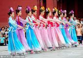 2015年08月23日,沈阳,《海兰珠归嫁皇太极》在沈阳故宫大政殿上演,演出再现了380年前皇太极迎...