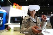 VR眼镜穿越现实、无人驾驶汽车、无人机物流配送……今天下午,第三届世界互联网大会·互联网之光博览会在...