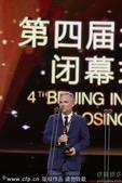 搜狐娱乐讯 第四届北京国际电影节闭幕式 最佳男配角艾伦-里克曼《爱的承诺》(代领)