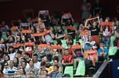 2017年6月23日,2017年中国乒乓球公开赛:中国男队队员纷纷退赛 球迷现场举横幅高喊刘国梁。
