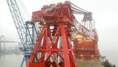 """5月13日,振华重工自主建造的世界最大12000吨起重船在上海长兴岛基地交付,并在现场命名为""""振华3..."""