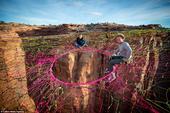 据英国《每日邮报》1月8日报道,28岁的美国男子Andy Lewis在犹他州的沙漠里进行了一次不同寻...