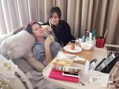 据台湾媒体报道,40岁徐若瑄怀李V宝3个多月,上月因急性肠胃炎上吐下泻,住院卧床吊点滴安胎近1个月,...