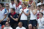 北京时间8月10日,伦敦奥运会水球比赛赛场,英国首相观看比赛,双方比赛激烈卡梅伦认真观看,时不时鼓掌...