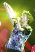 """搜狐娱乐讯 2月18日晚,大张伟""""人间精品起来嗨""""巡回演唱会广州站于广州体育馆火热开唱。当晚大张伟一..."""