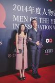 """搜狐娱乐讯 9月6日晚,GQ2014年度人物颁奖礼在上海举行。素有""""时尚先生""""之称的黄觉助阵红毯,当..."""