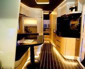 据英国《每日邮报》报道,英国伯明翰房车展上展出一辆超未来房车,这款房车是由一款iPHONE APP应...