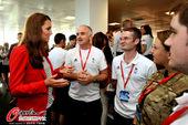 2012年8月4日,2012年伦敦奥运会,威廉王子与王妃来到斯特拉特福德城,慰问英国自行车队等各国运...