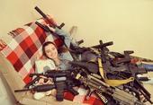 据中国青年网报道,近日一位俄罗斯小女生在社交网络上走红。这位有着青春靓丽长相的小美女酷爱军装COSP...