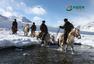 骑兵踏雪巡新疆边境线 上将为他们落泪