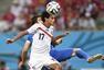 高清图:哥斯达黎加点球战胜希腊 队员拥抱飙泪