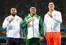 组图:男链球塔吉克斯坦选手夺冠 亲吻金牌庆祝