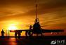 歼-10可挂载多型导弹 挂弹仅需数分钟