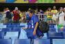 高清图:日本出局 球迷轻轻地走不留下一片垃圾