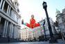 高清图:少林武僧在伦敦街头施展武艺 霸气十足