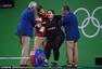 组图:女举75KG+级 埃及选手腰部受伤痛苦倒地
