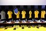 高清图:巴西智利更衣室揭秘 内马尔热身状态好