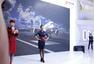 独家:国航空姐珠海航展走秀 对观众比爱心手势