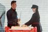 甜到腻!黄晓明上海庆生 Baby挺孕肚送蛋糕