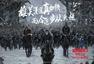 《猩球崛起3》发古风海报 凯撒风雪中豪迈亮剑