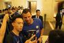 组图:国米球迷簇拥蓝黑众将 伊卡尔迪耐心签名