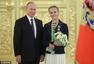 高清图:普京接见俄罗斯代表团 为选手亲自颁奖