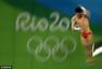 高清图:男子10米跳台陈艾森夺金 披国旗扬双臂