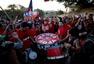 高清图:智利球迷提前造势 敲锣打鼓挺球队赢赛