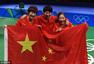 高清图:女乒团体横扫夺冠 三女将披国旗展笑颜
