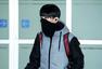f(x)结束安可演唱会返韩 低调亮相机场难掩疲惫
