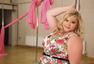 胖妞表演钢管舞 别减肥现在胖才时尚