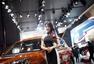 """上海车展:""""车模""""不再 礼仪导购成最美风景"""