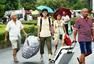 开学季:家长肩扛背挑送孩子进大学
