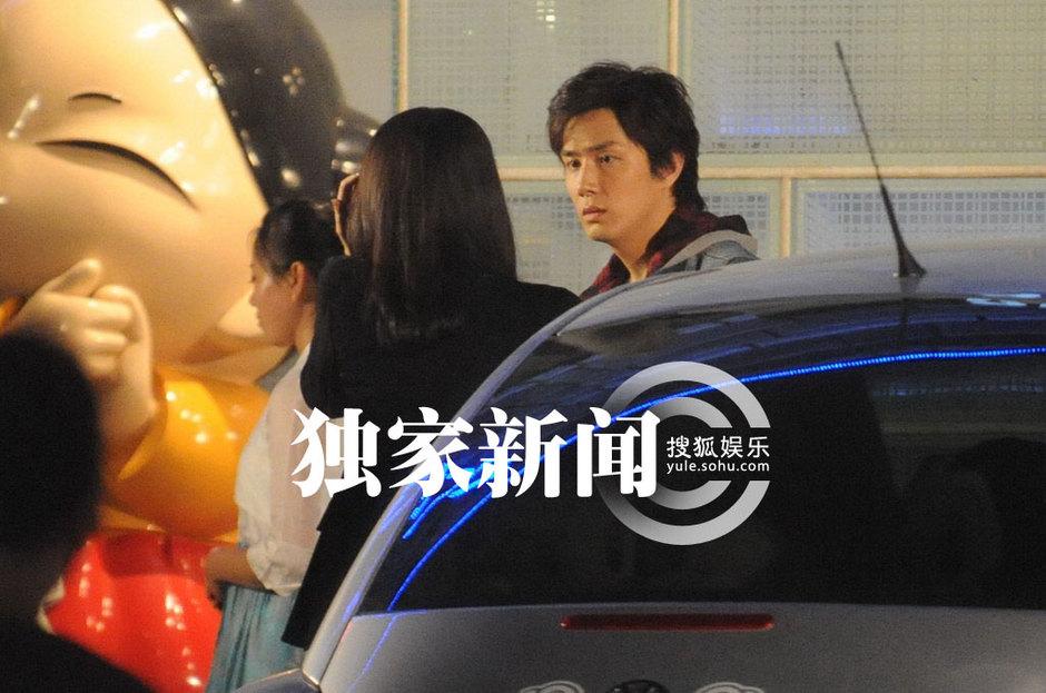 是黄小蕾与韩星李承铉两人的对手戏.搜狐娱乐现场所见黄小蕾驾驶...